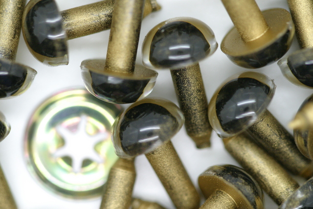 9mm Crystal Eye 50p; Gold