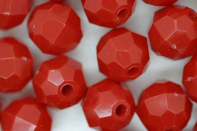 10mm Facet Opaque; Red 250g (approx 500p)
