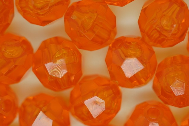 10mm Facet Transparent; Topaz 250g (approx 500p)