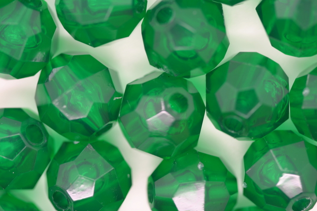 10mm Facet Transparent; Xmas Green 250g (approx 500p)