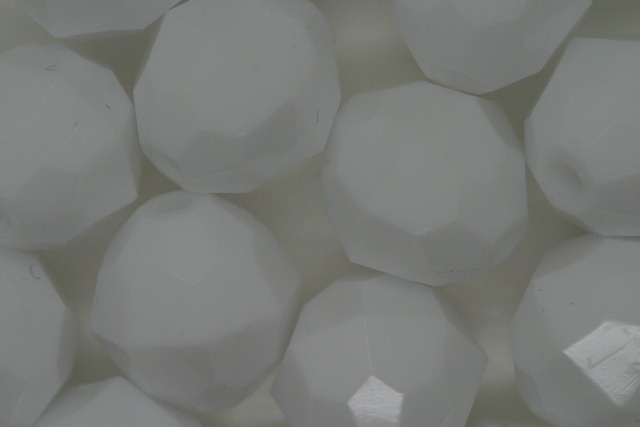 12mm Facet Opaque; White 250g (approx 330p)
