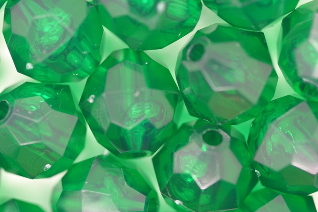 12mm Facet Transparent; Xmas Green 250g (approx 330p)