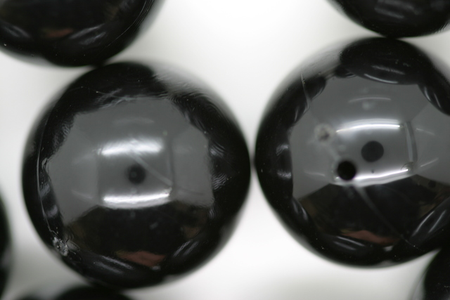 18mm Opaque Global Round; Black 250g (approx 85p)
