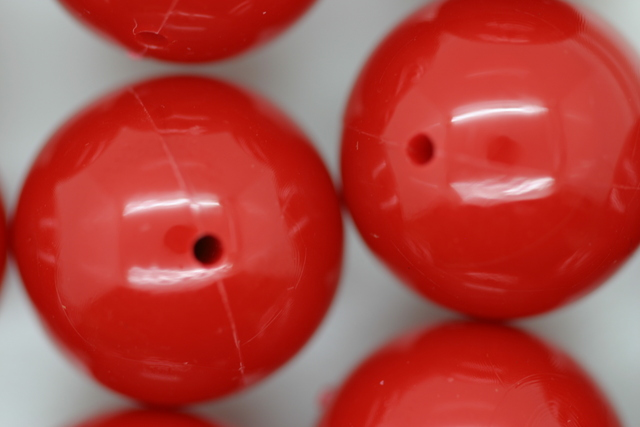 18mm Opaque Global Round; Red 250g (approx 85p)