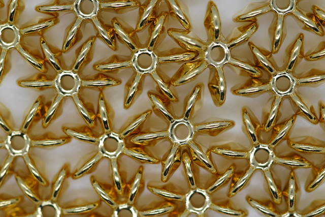 12mm Star Metallic Gold 50g (approx 139p)