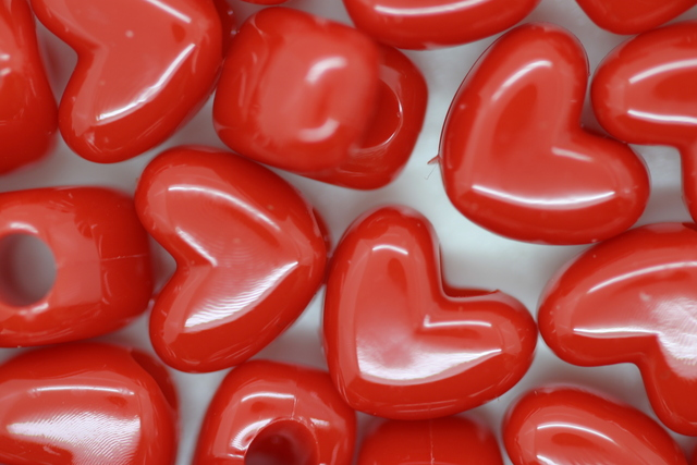 Vertical Heart Opaque; Red 250g (approx 481p)