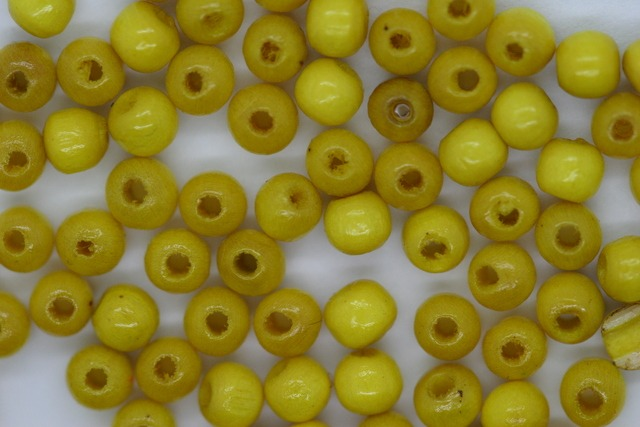 Wooden Beads, 4mm, 100 pieces, Yellow (1mm hole)